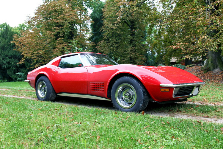 Sinkhole Claims Eight Classic Corvettes: Top Notch Restoration Team takes Three Back